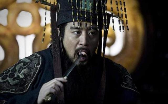 历史上为何秦始皇龙袍是黑色的
