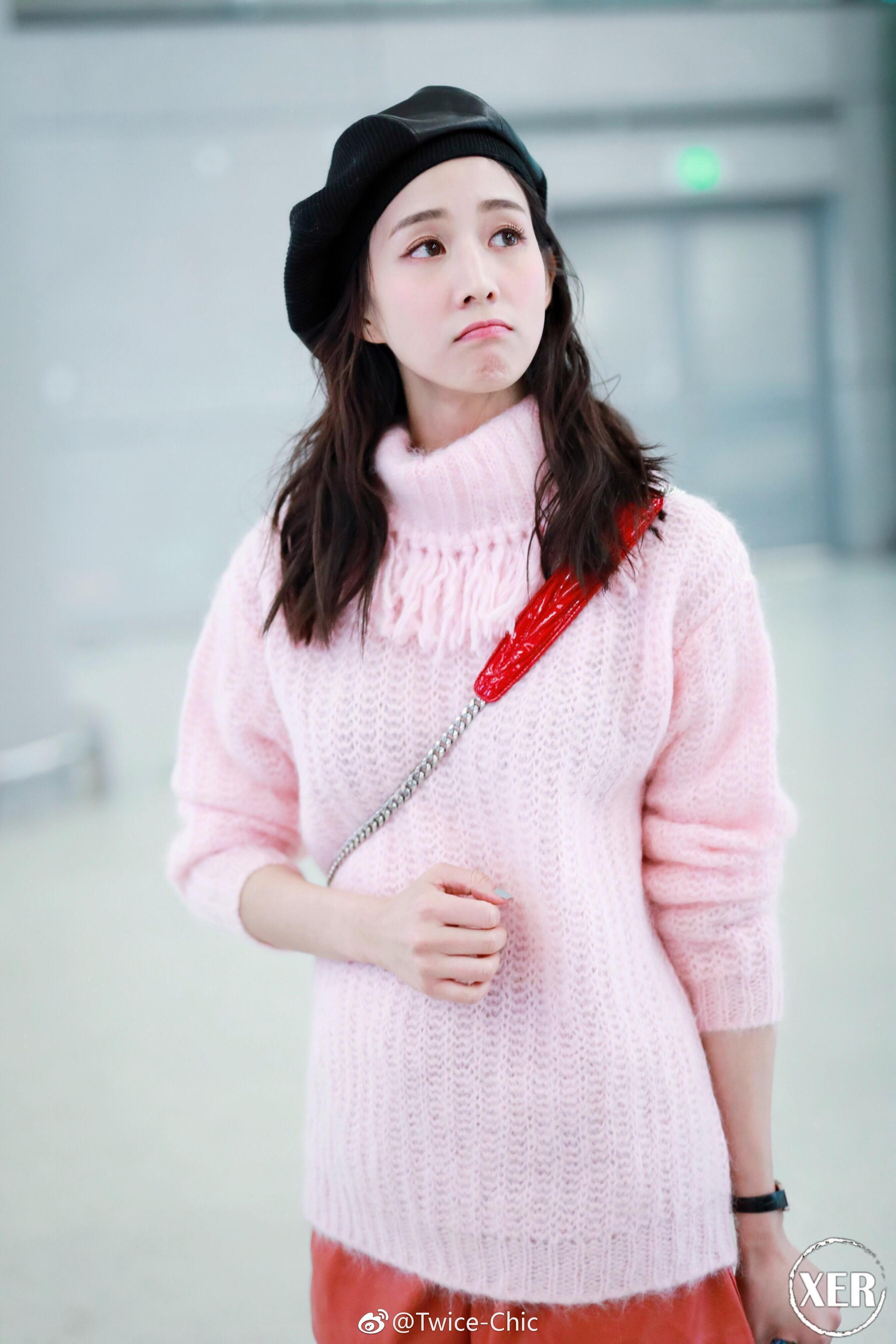 吴谨言穿这毛衣被吐槽土,张钧甯穿却很好看,身材颜值硬撑起来的