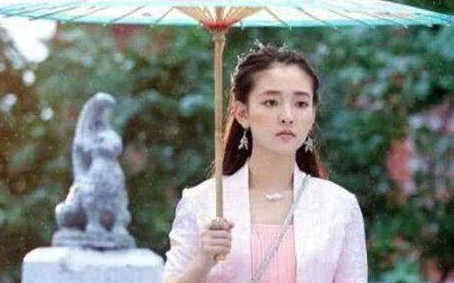 女明星演员们在剧中撑伞姿势谁最美? 时尚娱乐 图4