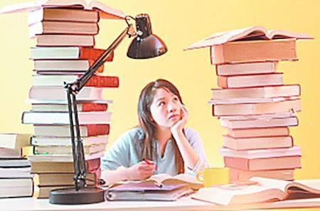 高中生入学教育视频_并提供他们在高中时的成绩单,可能还得参加美国大学入学考试(act)或学
