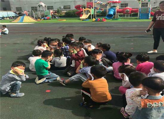 """""""消防安全_牢记在心""""--管镇镇中心幼儿园开展消防演习活动"""