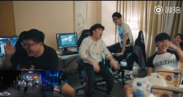 RNG抽中G2瞬间:Uzi大笑鼓掌 小虎从电竞椅上蹦了起来