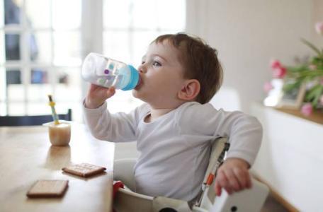 孩子如今3岁还疯狂恋奶,如何科学有效忌奶?