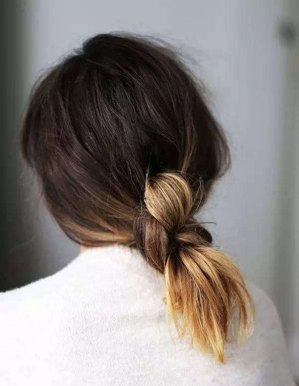 中长发非常合适辫子低马尾的造型,不仅简约大气,还有种可爱甜美的小女