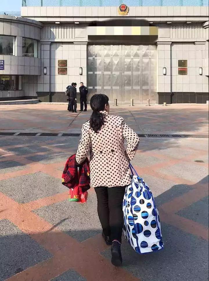 唏嘘!杭州小伙从小被拐,25年后母子终相认,却是在辽宁一监狱