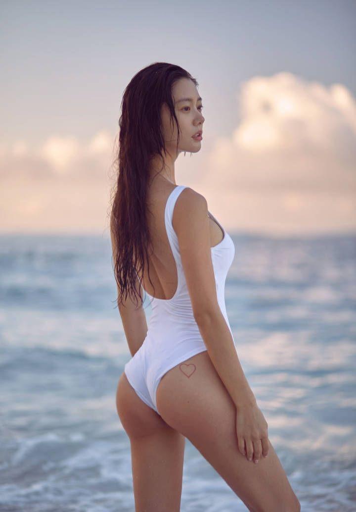 裸体美女掰逼_不愧是亚洲第一美女李成敏,果然很有眼光,一眼看上了他