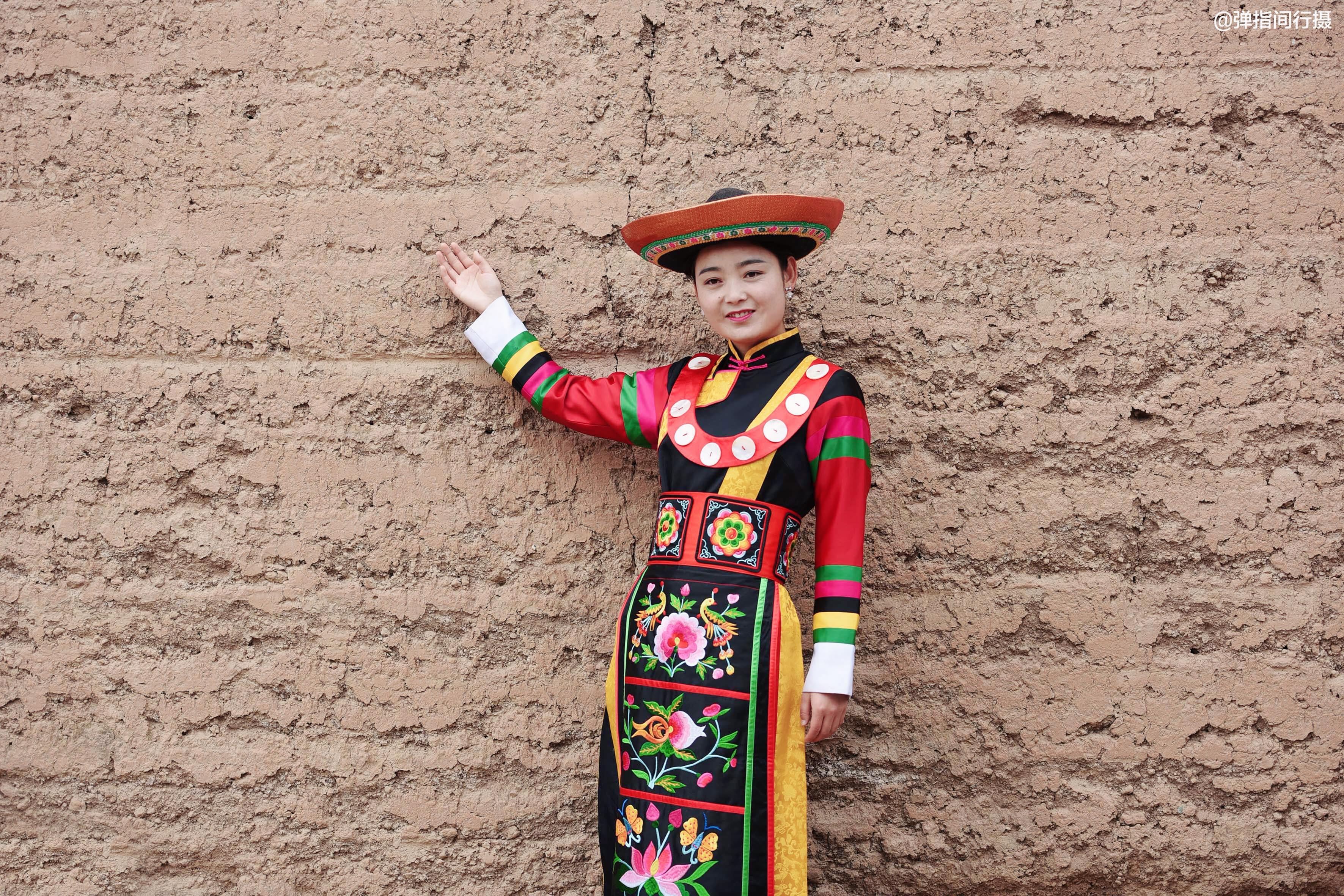 """探秘青藏高原上的""""美人窝"""",土族姑娘个个身材高挑,肤白貌美"""