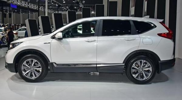 本田新车标配全景天窗,还配会变形的中央扶手,油耗4.8L