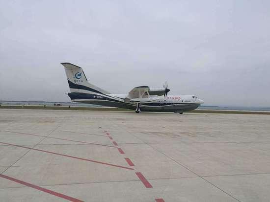 """水陆两栖飞机首飞 """"鲲龙""""AG600成功首飞"""