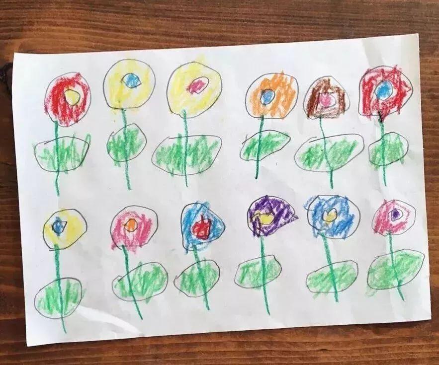 (嗯,别人家的妈妈) 儿子画一个小男孩 妈妈能做出一大片 儿子画小鱼游图片