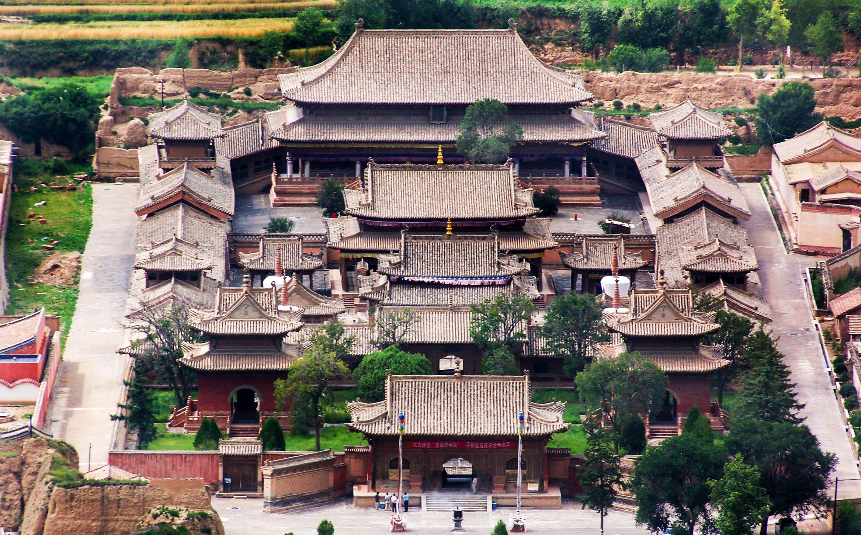 青海乡村竟藏着一座故宫,明初朱元璋等四位皇帝派监工历36年建成