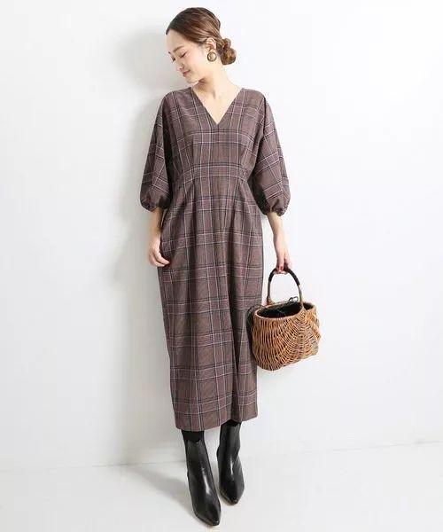 泡泡袖和前衩的小巧思设计也令人爱不释手,是一款充满女人味的单品.图片