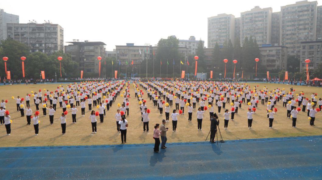 水果湖一中,水果湖二中,水果湖高中三校学生依次入场,各团体操队形图片