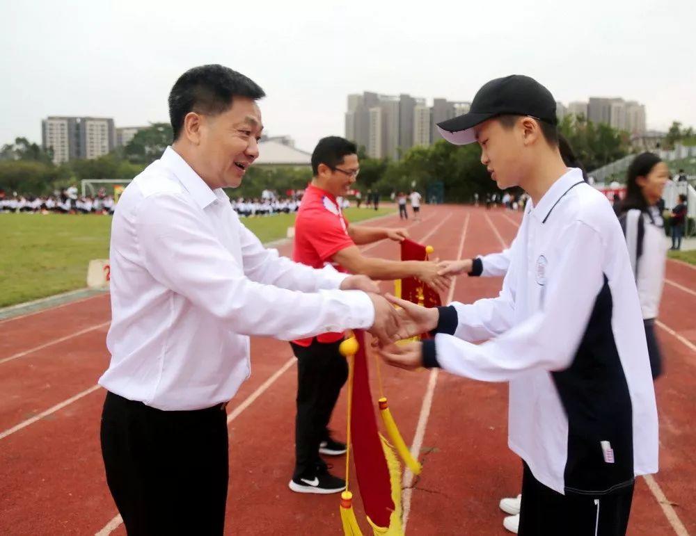 袁获得初中,张太平班级校长为爱民特等奖的格式助理v初中代表作文校长的英语图片