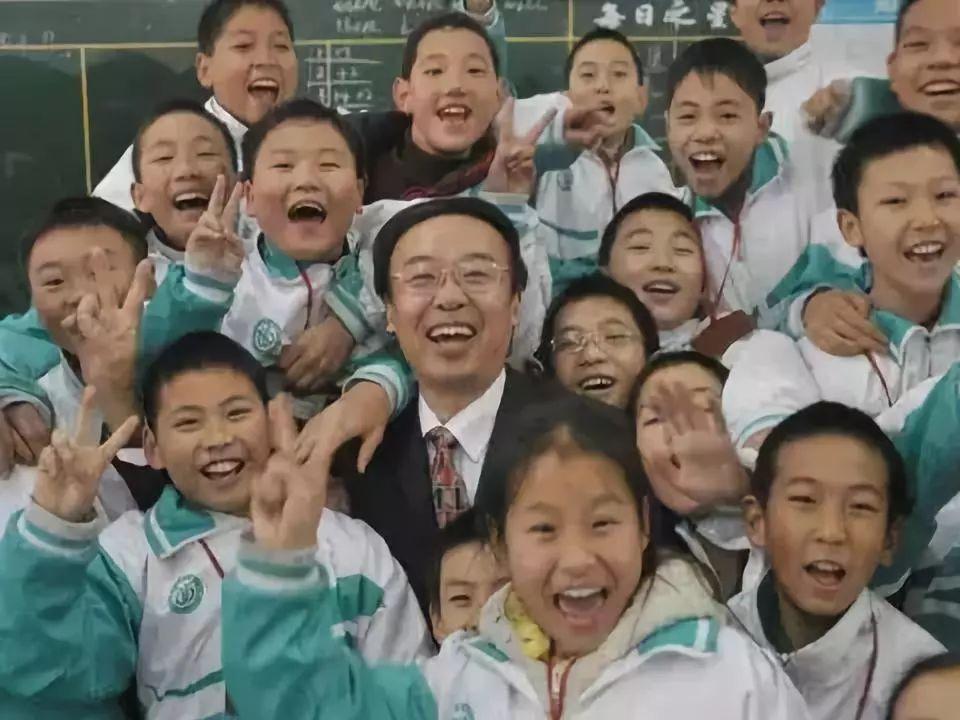 李镇西:真实有效的教育,往往发生在教师的不声不响和学生的不知不觉之间……