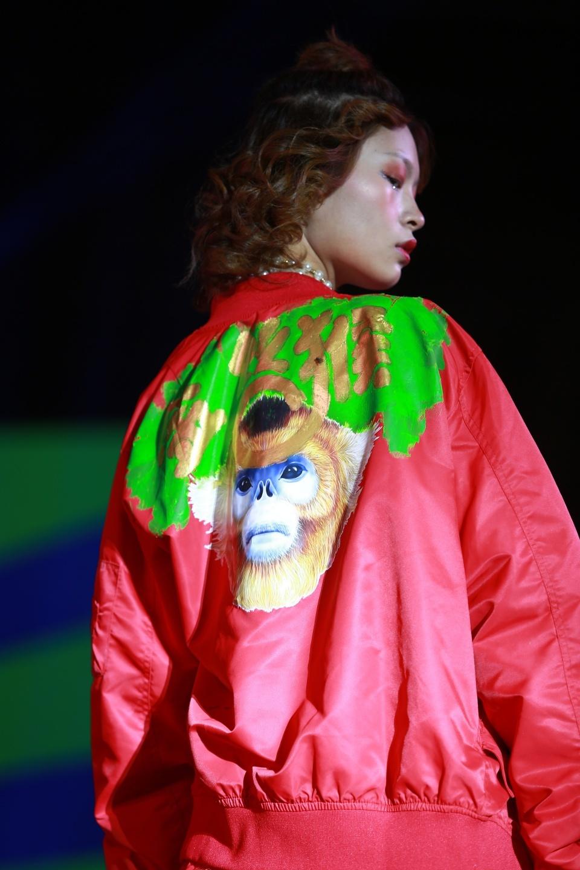 秀丽时尚网|[精彩]金丝猴品牌玩起了跨界造了场时装秀