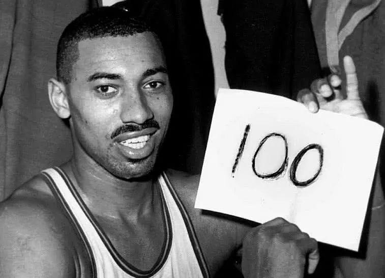 当年张伯伦砍下100分那场比赛,你知道全队一共拿到了多少分吗