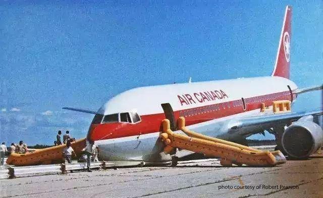 ac143航班成功迫降