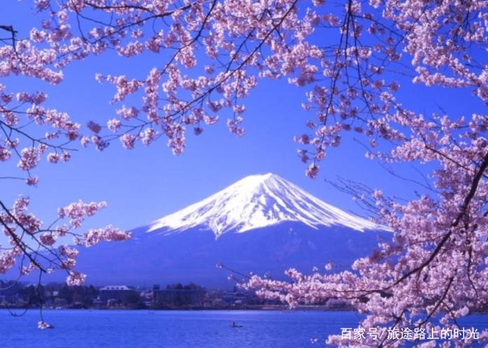 日本人在泡温泉时,会有这种特殊习惯,网友表示:让人感到害羞