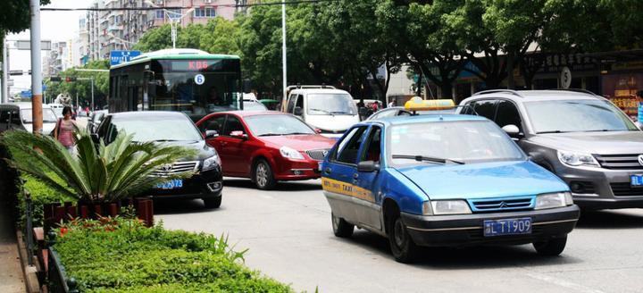 巡游出租车将实行指导价,放松价格管制,会涨价吗?