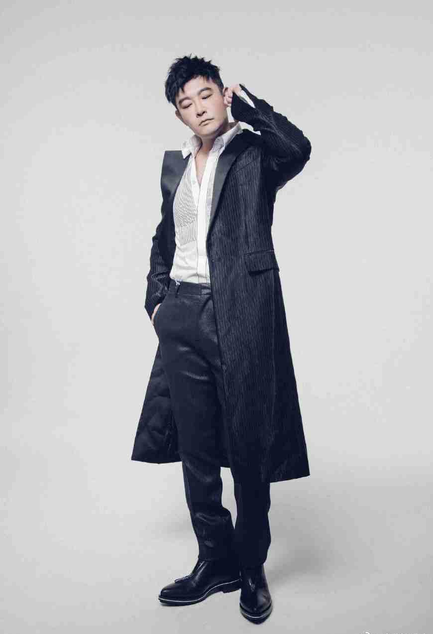 48歲黃維德顯老態,換個發型和衣服卻秒變20歲,你還要拒絕年輕?