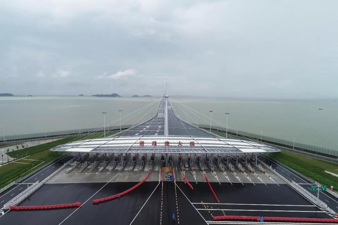 55公里的世界最长跨海大桥珠港澳大桥正式通车