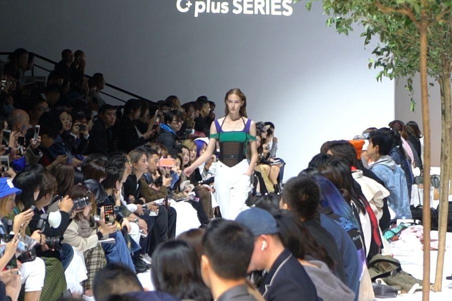 汽车座套联名潮流品牌上海时装周竟有这种骚操作?_云南快乐十分