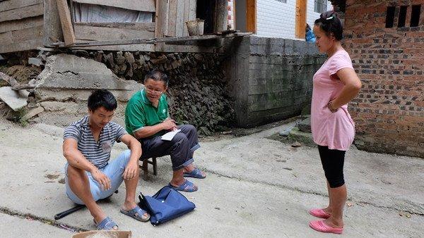 农村怪事:女主外男主内成常态,老人下地干活,年轻人却饭来张口