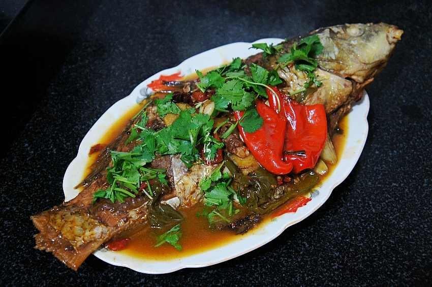 炖鱼其实很简单记住这关键两点鱼肉鲜嫩不腥气