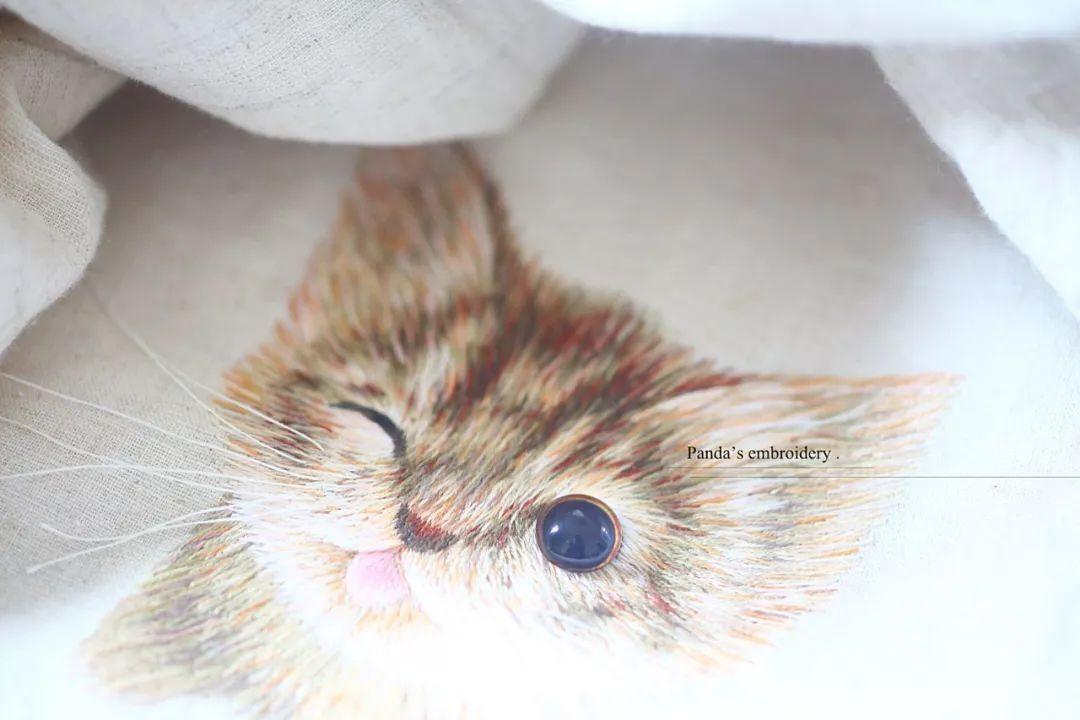 色撸123_efifan 有人用针线撸猫, ▲《眨眼的小猫》 网友惊呼: 一只灰咖色的小