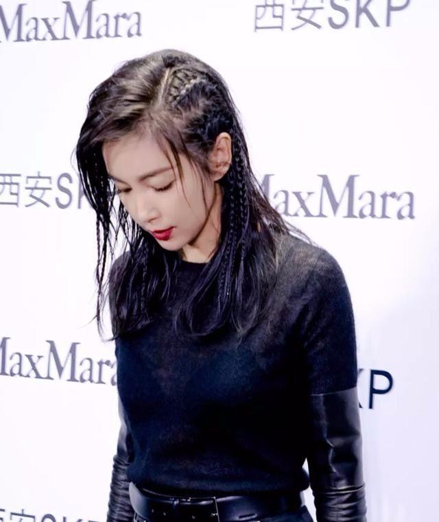 45岁李冰冰黑色紧身裙现身,网友:连嘴唇都是黑的,厉害!