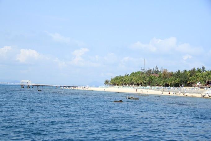 亚龙湾热带天堂森林公园,呀诺达雨林文化旅游去和南湾猴岛都是 三亚
