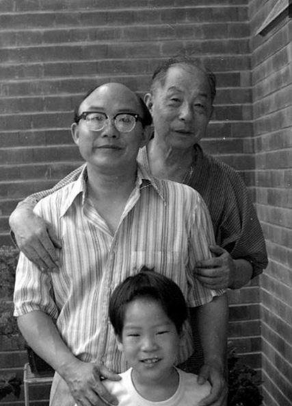 张学良和赵四的儿子_回顾张学良晚年生活照:房间不足40平米,最爱吃4道菜_赵一荻