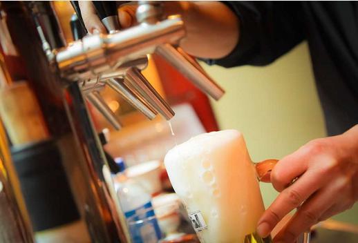 长期喝酒的人,若身体出现这4个表现,多半肝已受损,需立马戒酒!