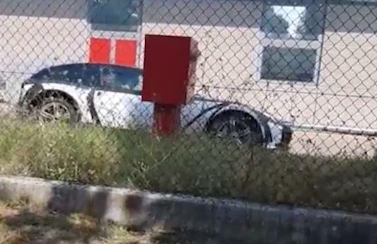 法拉利第一款SUV伪装车被曝光,新车或搭载混合动力系统