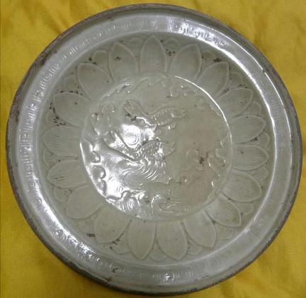 定窑鱼纹印花盘
