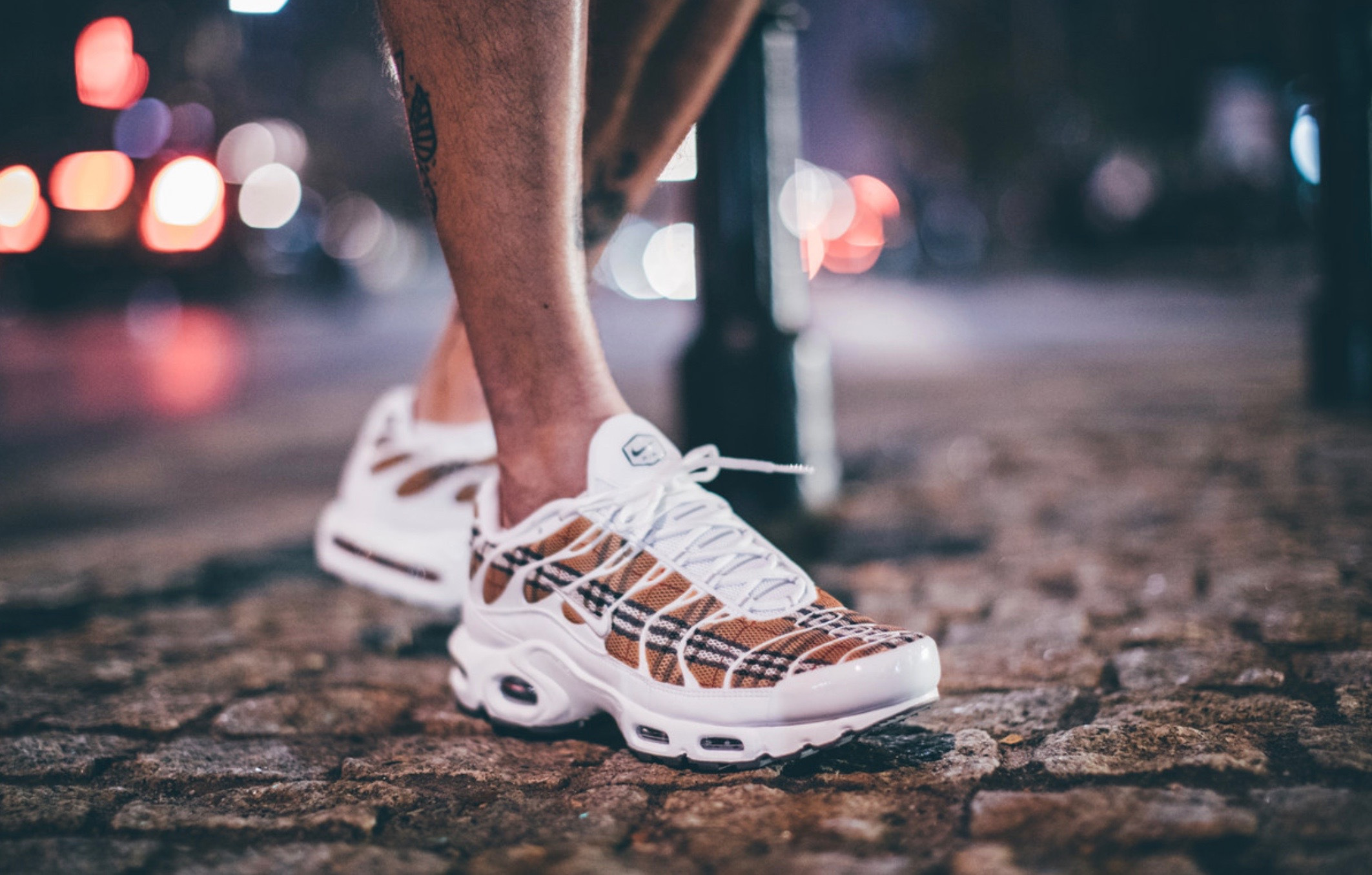 on sale 12029 0ef78 BURBERRY经典格纹融入Air Max Plus!Sneaker BOYZ全新定制鞋款 ...