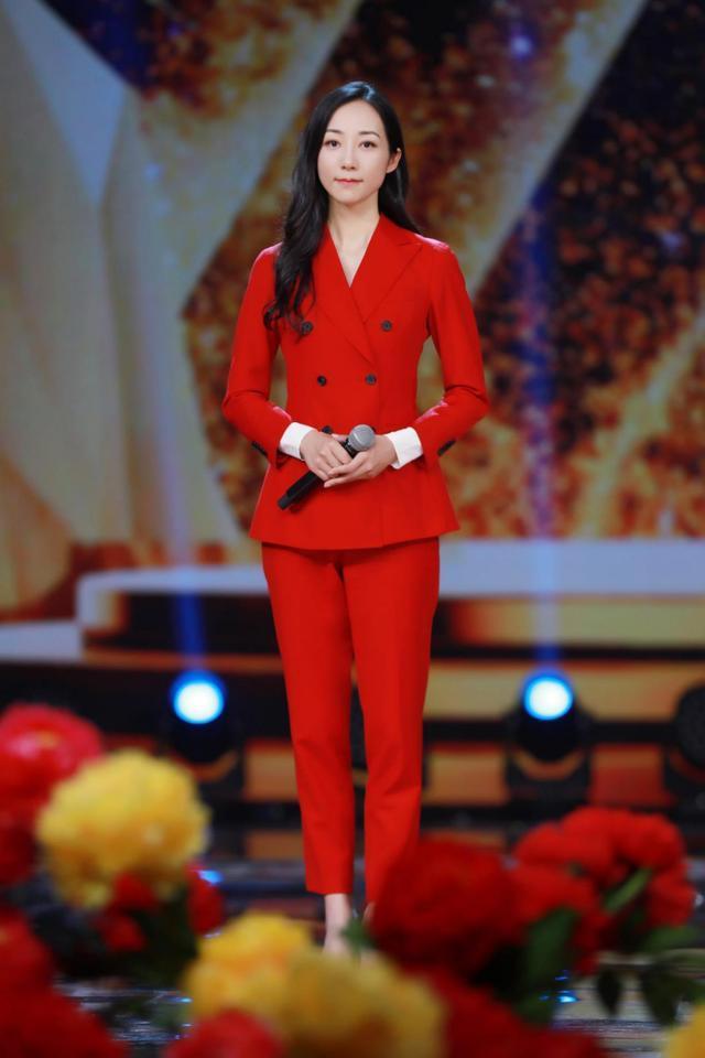 当刘诗诗和韩雪同穿红色西装,终于见识了气质脸的最高级形式