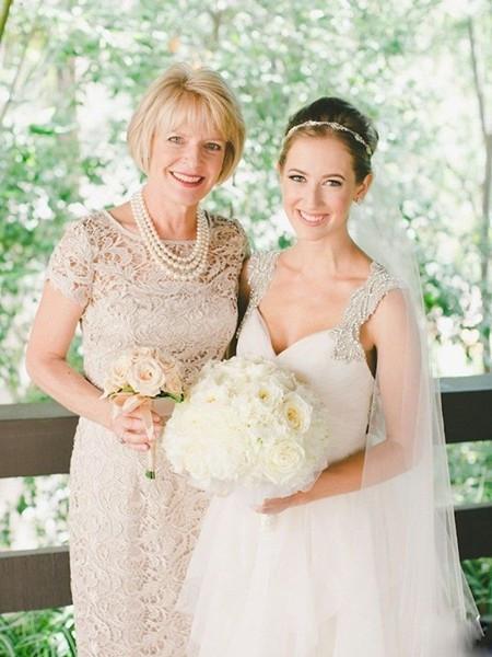 适合母亲在婚礼上佩戴的珠宝