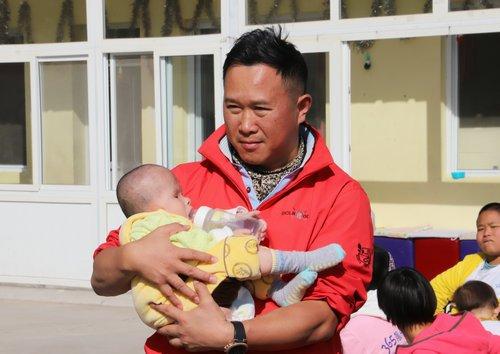 金波助阵公益:关爱365晨光宝贝之家脑瘫儿童