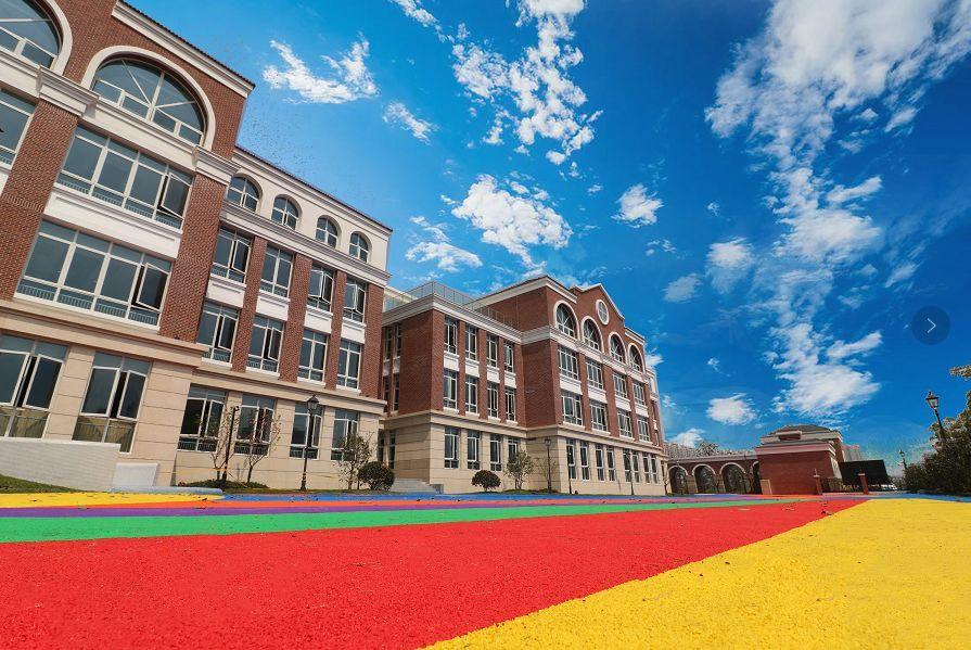 教育 正文  在苏州外国语学校相城校区,顾海东听取了学校负责人关于招