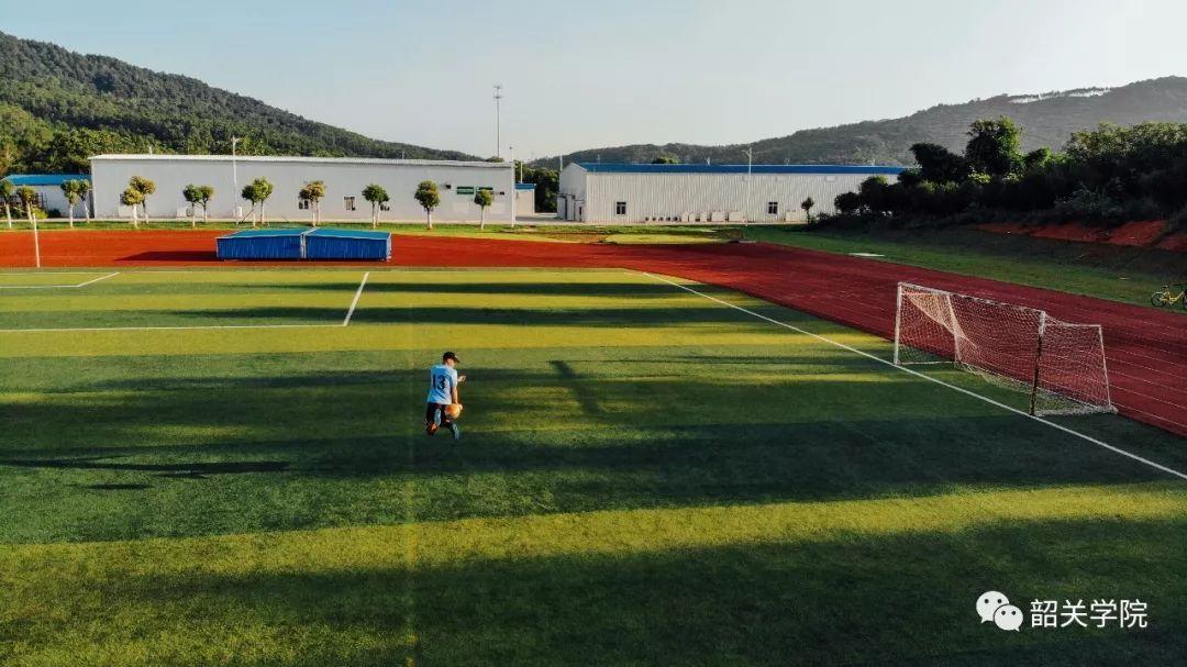 所以教室场地都要重新改修,但仍然没有田径运动宿舍,足球一个半个只有650摩托艇图片