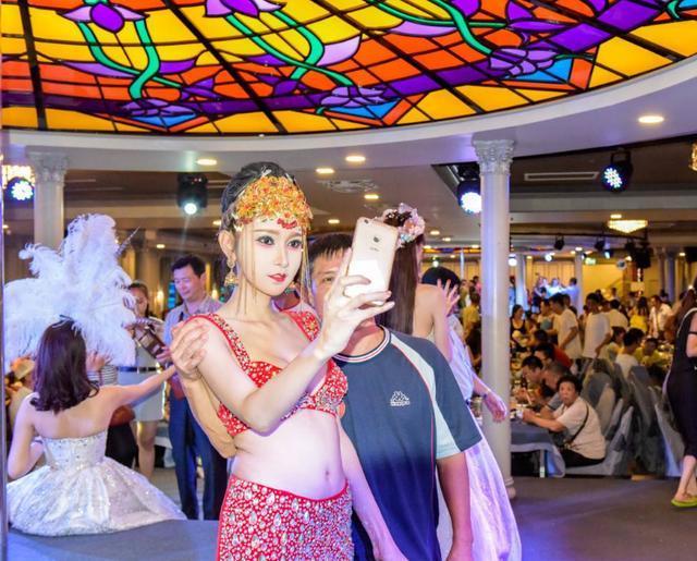 泰国旅游当然要看人妖表演,最美人妖在这座城市,是中国游客最爱