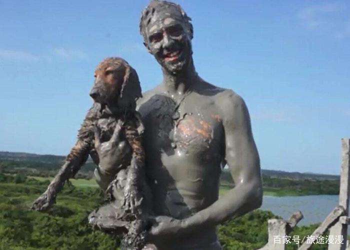 去越南旅行,最好不要情侣一起去泥浆浴,女朋友可能会吃醋!