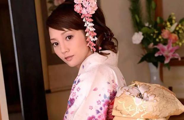 日本女人穿和服时为什么不穿内衣?真相到底是什么?