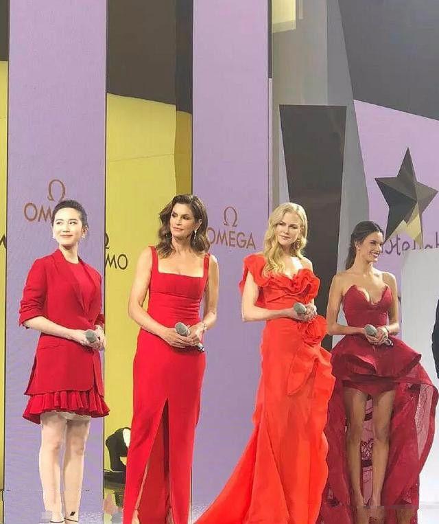 刘诗诗只不过穿了一件红裙,与180模特同框都不矮了!