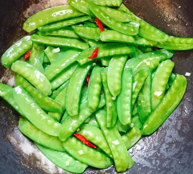 """不管炒什么蔬菜,记住这""""3点"""",炒好的菜叶绿的发亮"""