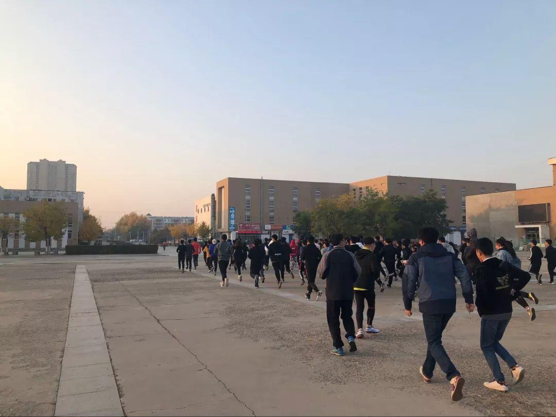 【阳光清晨 筑梦青春】建工学院举行师生同向同行晨跑