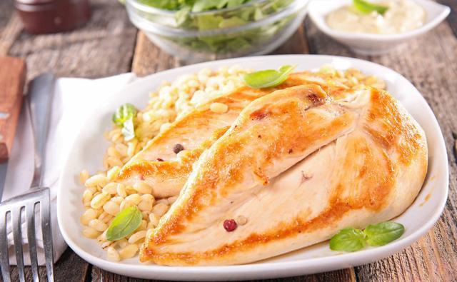 蛋白质对健身这么重要那我应该吃哪些食物?