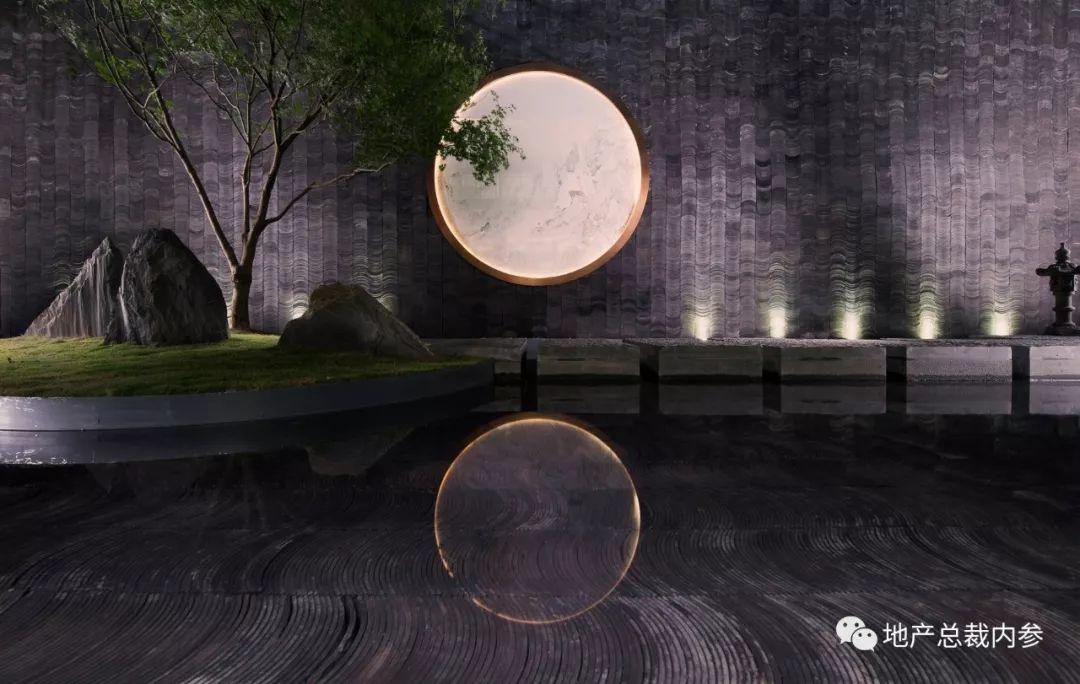 中国古典园林深受道家思想浸染,实践中以模拟自然山水取胜, 反映在